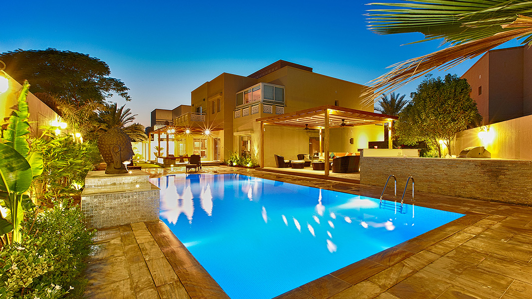 Swimming pool pictures swimming pool design gallery for Pool design dubai