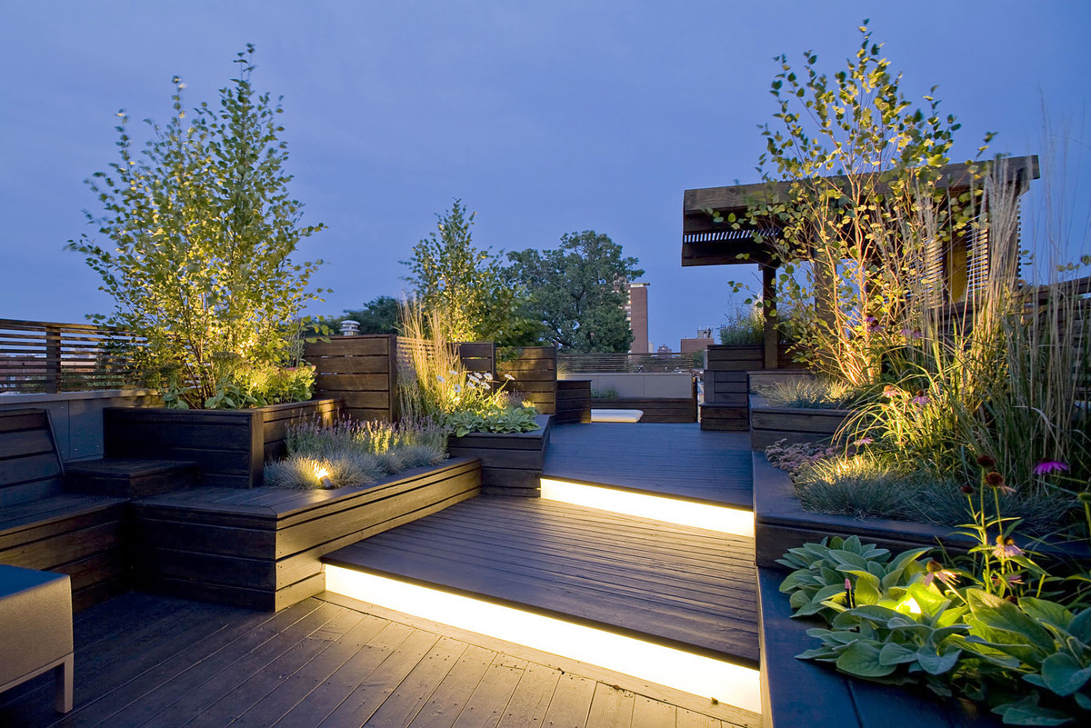 Modern-Roof-Garden-Design-with-Light-Decoration